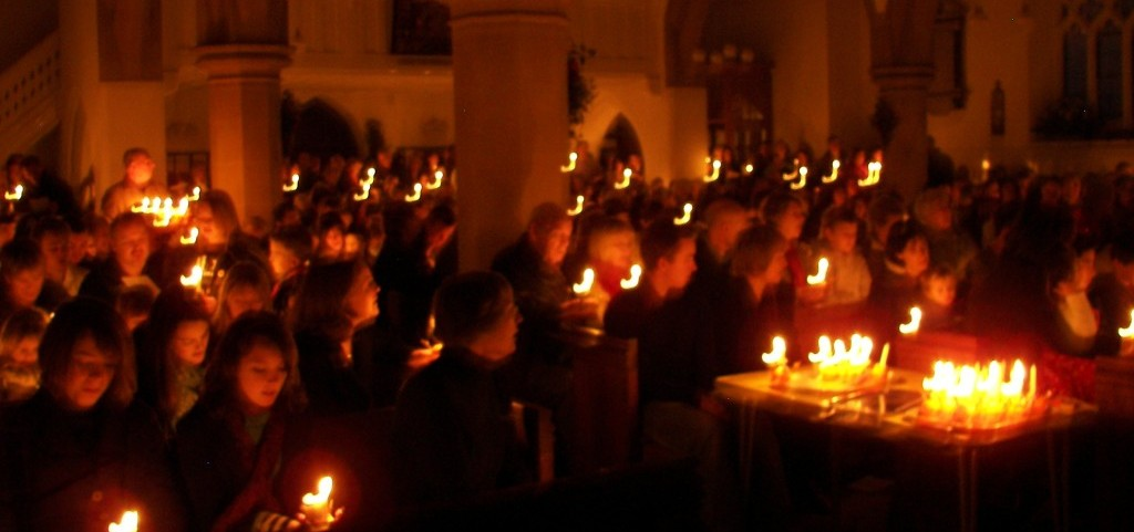 A photo of the congregation by candle-light at Christingle 2011